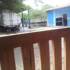 Photo taken at mojopitu car wash by elmo l. on 4/15/2013