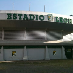 Photo taken at Estadio León by Vhiridianha on 10/27/2012