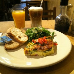 Photo taken at Le Pain Quotidien by Kenneth R. on 10/7/2012