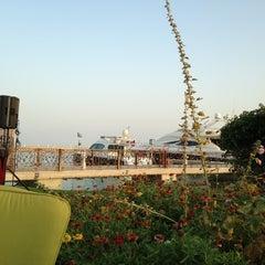 Photo taken at Sunset Beach Resort | منتجع شاطئ الغروب by Mahdi A. on 4/8/2013