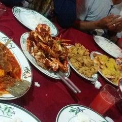 Photo taken at Pantai Jeram Restoran Ikan Bakar & Katering by AnizNadiah on 12/30/2015