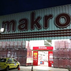 Photo taken at Makro by Fabricio on 5/23/2013