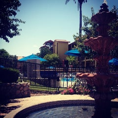 Photo taken at Embassy Suites by Hilton Palm Desert by Denisse on 4/20/2014