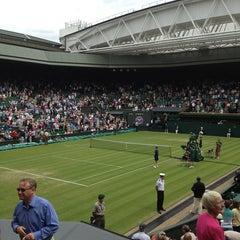 Das Foto wurde bei The All England Lawn Tennis Club von Laura S. am 6/27/2013 aufgenommen