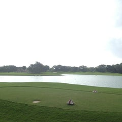 Photo taken at Campo de Golf Playacar by Wendy on 1/10/2013