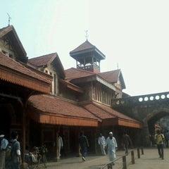 Photo taken at Bandra Railway Station by Sunset C. on 11/5/2012