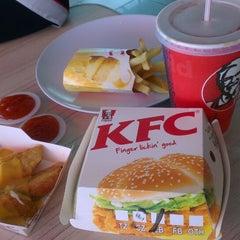 Photo taken at KFC by Cik L. on 11/11/2013