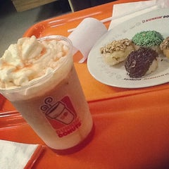 Photo taken at Dunkin' Donuts by Fanny J. on 3/30/2014