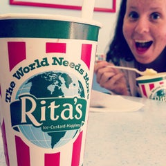 Photo taken at Rita's Italian Ice by Stephanie on 6/10/2013