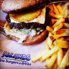 Photo taken at Islands Restaurant by Angel S. on 12/23/2014