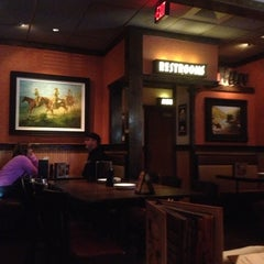 Photo taken at LongHorn Steakhouse by Allie F. on 10/8/2012