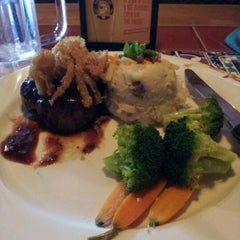 Photo taken at Chilis Texas Grill by mariajanice on 9/21/2012