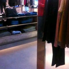 Das Foto wurde bei HUGO Store von Ιąm Pàkís am 3/24/2012 aufgenommen