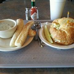 Photo taken at Eddington's Soup and Salad - Roseville by Jennifer T. on 10/3/2012