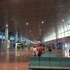Photo taken at Aeropuerto de Vigo (VGO) by Antonio C. on 9/13/2014