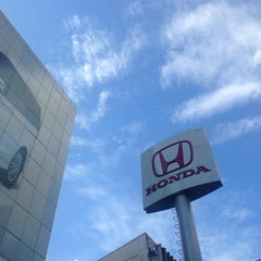 Photo taken at Wong Honda Cars (วอง ฮอนด้าคาร์ส์) by Kittiphong B. on 9/16/2013