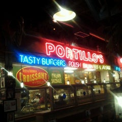 Photo taken at Portillo's Hot Dogs by Mike B. on 11/19/2012