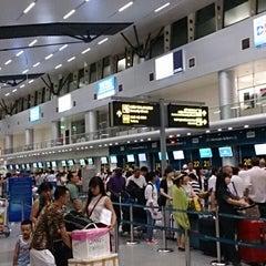 Photo taken at Da Nang International Airport (DAD) Sân bay Quốc tế Đà Nẵng by Sada on 8/15/2013