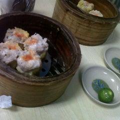 Photo taken at Wai Ying Fastfood (嶸嶸小食館) by Raul O. on 9/15/2012