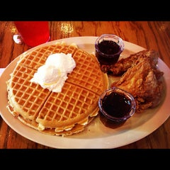 Photo taken at Roscoe's House of Chicken and Waffles - Long Beach by Patrick on 10/14/2012