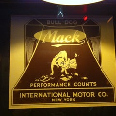 Photo taken at Bulldog Mack by Mariana C. on 4/2/2014