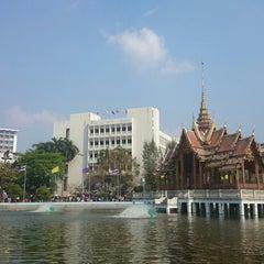 Photo taken at สระน้ำ มหาวิทยาลัยรามคำแหง by MΘN W. on 2/24/2014