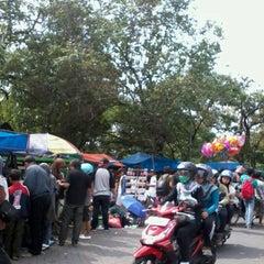 Photo taken at Sunday Morning (SUNMOR) UGM by Bekti_damayanti on 11/4/2012