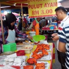 Photo taken at Pasar Malam Changloon by rafael r. on 1/14/2015