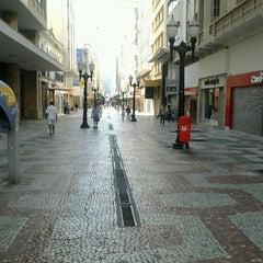 Photo taken at Calçadão da Rua Halfeld by Andrez M. on 5/1/2013