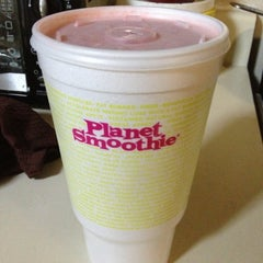 Photo taken at Planet Smoothie by Akosua on 5/25/2013
