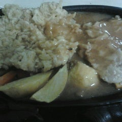 Photo taken at Waroeng Steak & Shake by Veronika S. on 11/29/2012