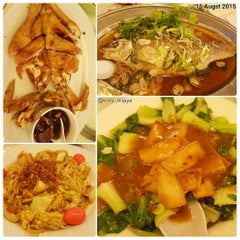 Photo taken at Jumbo Seafood Restaurant by Erny W. on 8/18/2015