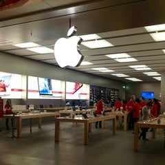Photo taken at Apple Store, Fiordaliso by Kate on 12/9/2012