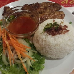 Photo taken at Do An Vietnamese Experience by Evi S. on 8/31/2014