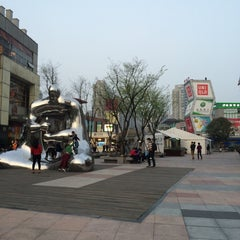 Photo taken at 大拇指广场 | Thumb Plaza by Amos C. on 3/30/2014