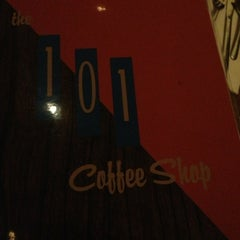 Photo taken at The 101 Coffee Shop by MrJOliphant on 2/12/2013