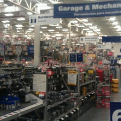Photo taken at Lowe's Home Improvement by Volodymyr S. on 1/8/2014