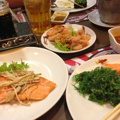 Photo taken at Oishi Buffet (โออิชิ บุฟเฟ่ต์) by Chonnathee on 1/11/2013