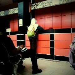 Photo taken at Kantor Pos Samarinda by Wiwit K. on 12/21/2012