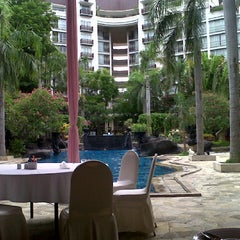 Photo taken at Novotel Surabaya Hotel and Suites by juragan opik y. on 12/12/2012