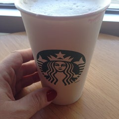 Photo taken at Starbucks by Suzan on 2/3/2014