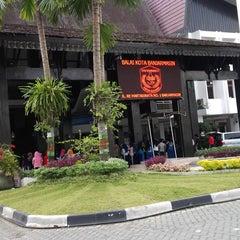 Photo taken at Kantor Walikota Banjarmasin - Pemkot Banjarmasin by ♛ Azis Backpacker ♛ I. on 2/21/2014