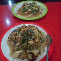 Photo taken at Mie Titi by Triawan A. on 10/30/2014