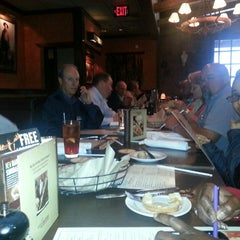 Photo taken at LongHorn Steakhouse by Butch S. on 4/4/2013