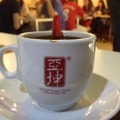 Photo taken at Ya Kun Kaya Toast by Sutowo Lukman on 9/6/2014