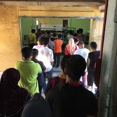 Photo taken at Restoran Zaman by Kamal M. on 5/31/2015