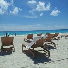 Foto tomada en Sunset Royal Beach Resort por Ana Laura M. el 9/30/2012