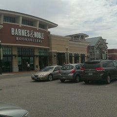 Photo taken at Chesterfield Towne Center by Jerry L. on 5/27/2013