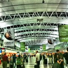Photo taken at Aeropuerto Internacional de Ezeiza - Ministro Pistarini (EZE) by Maria on 10/13/2012