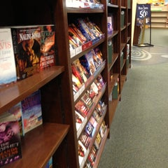 Photo taken at Barnes & Noble by Jorge Abraham on 12/27/2012